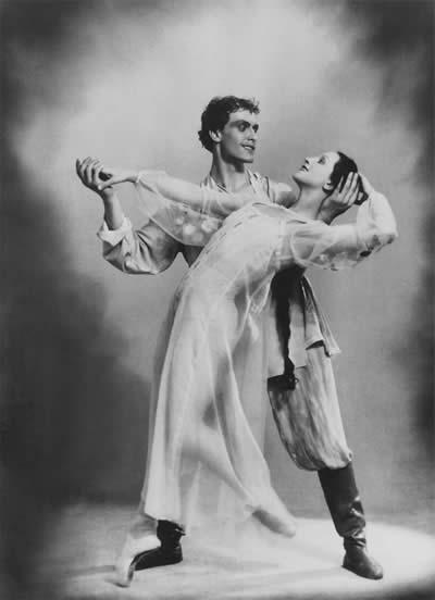 Катерина в балете «Каменный цветок» на музыку С.Прокофьева. Данила — И.Чернышев